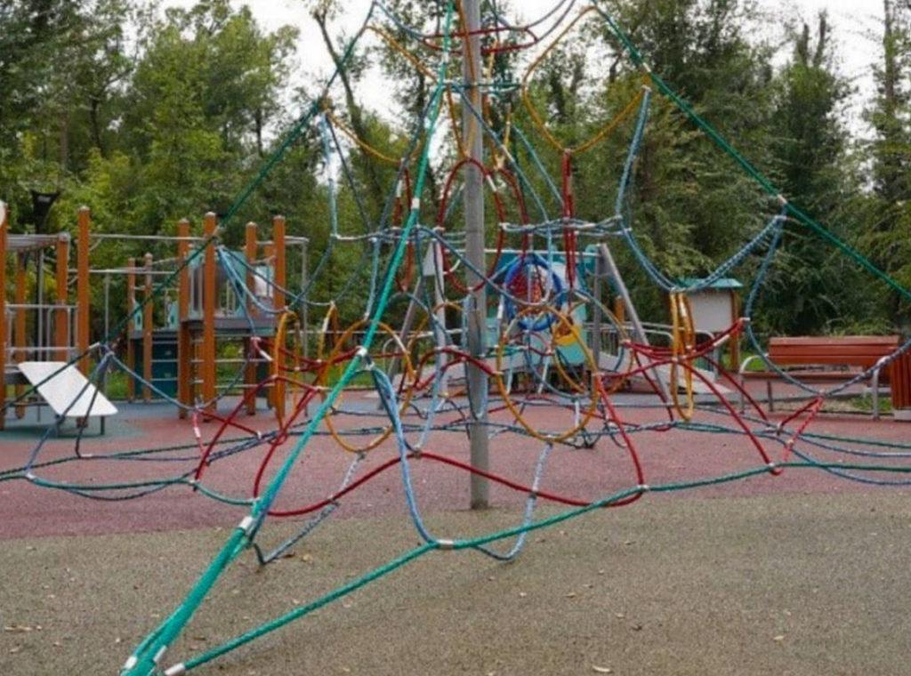 Игровая площадка площадью 1500 метров была подарена фондом Саби городу. На открытии присутствовал президент фонда Саби Асель Тасмагамбетова и соучредитель фонда Кенес Ракишев.
